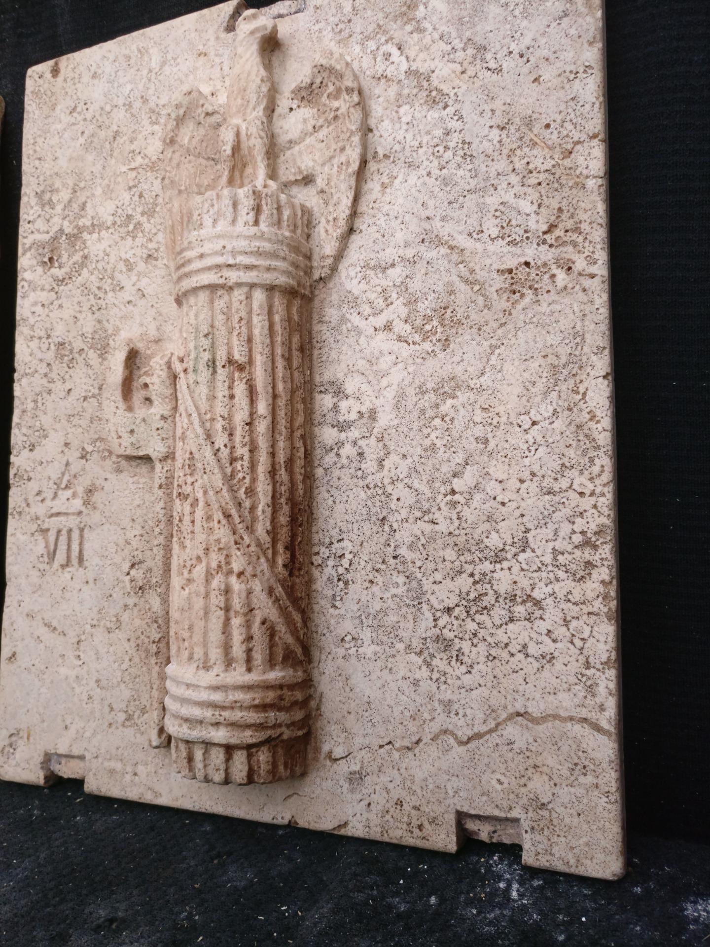 thumb6 Magnifica Coppia di Fasci Littori in Travertino - Stemmi da muro - 32 x 40 cm - Roma - 1927/28