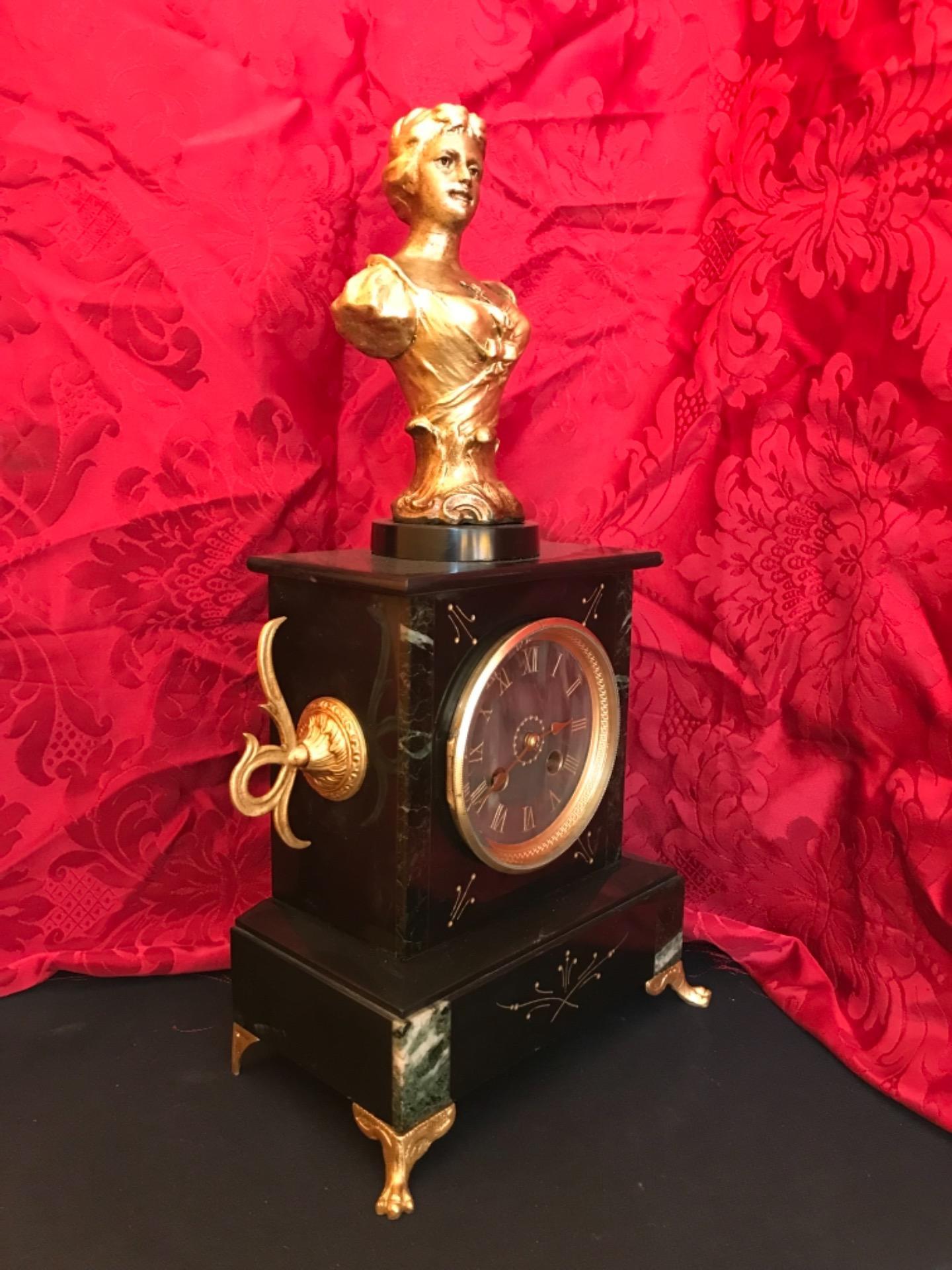 thumb4|Orologio a pendolo con scultura firmata Mestais