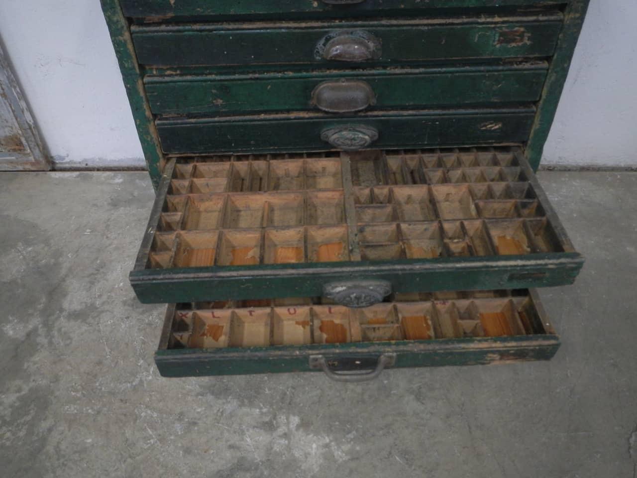 thumb9|cassettiera da tipografia anni 50