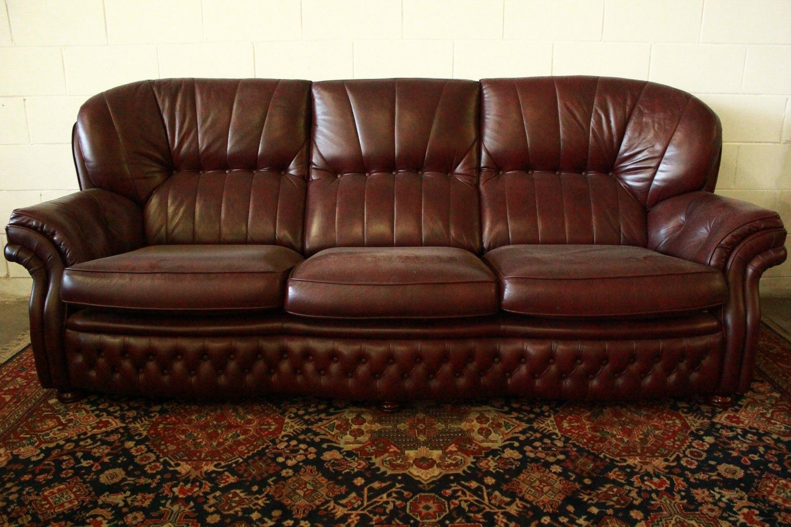 Divano Chesterfield 4 Posti In Pelle Amaranto Originale Made Uk