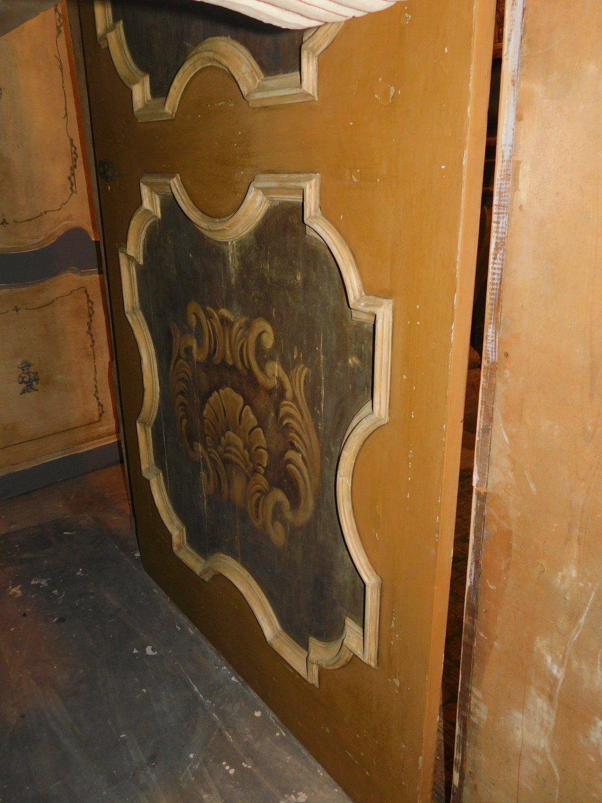 thumb5  ptl538 - porta laccata con pannelli dipinti, epoca '6/'700, cm l 170 x h 290
