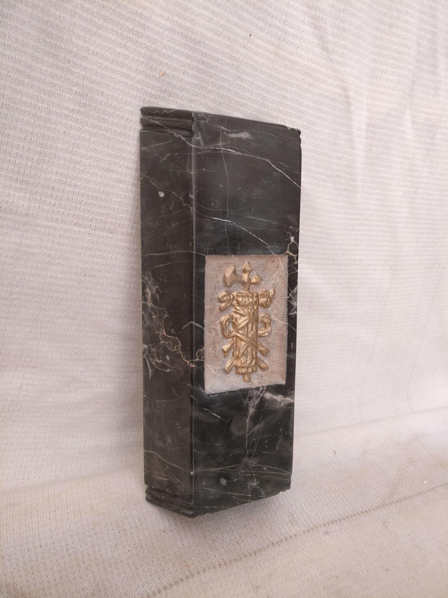 thumb10|Straordinario Portasigari Fascista in marmo nero marquinia con particolare intarsio - Roma - Periodo fascista - 30 x 11,5 x h 6 cm