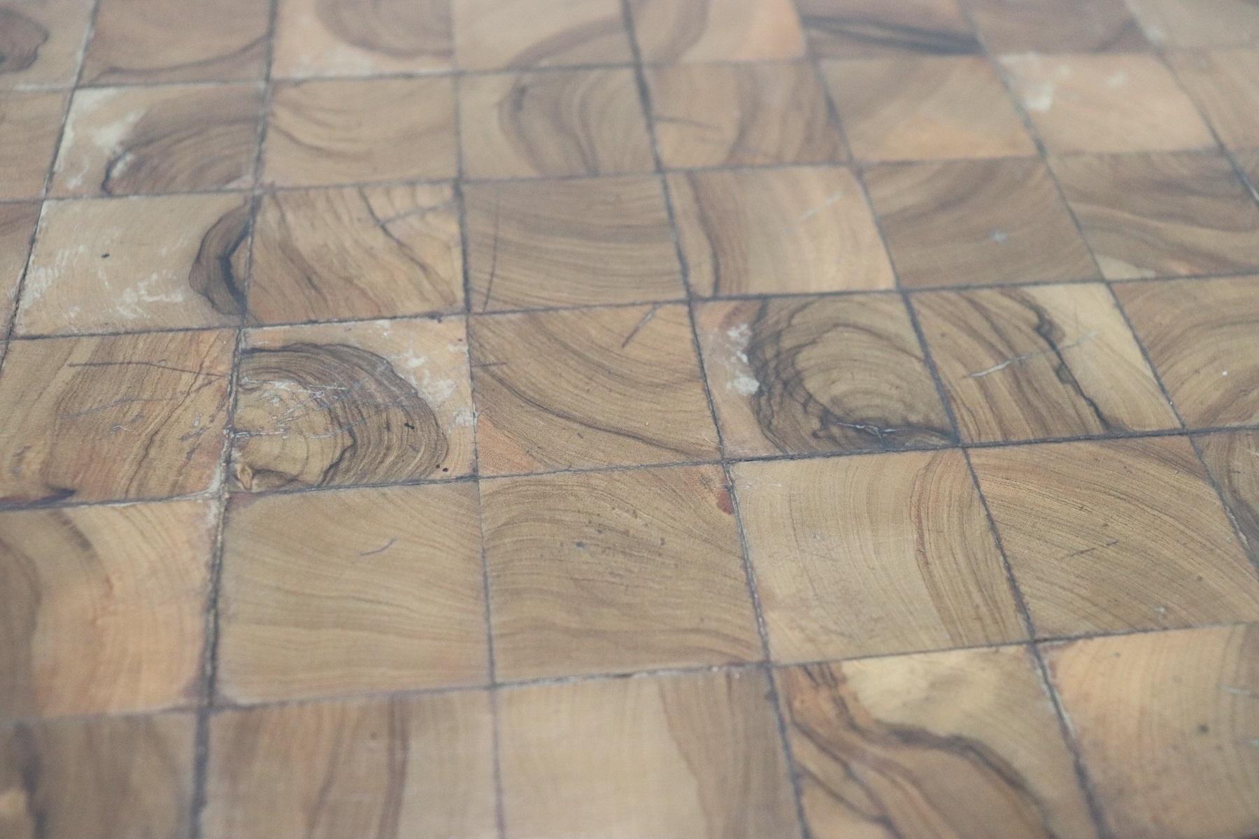 thumb7|Tavolino da salotto rotondo stile antico intarsiato secolo XX PREZZO TRATTABILE