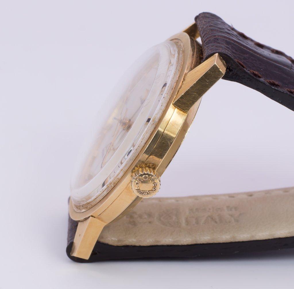 thumb2|Orologio da polso Longines Ultra-Chron in oro 18k - automatico-anni '60