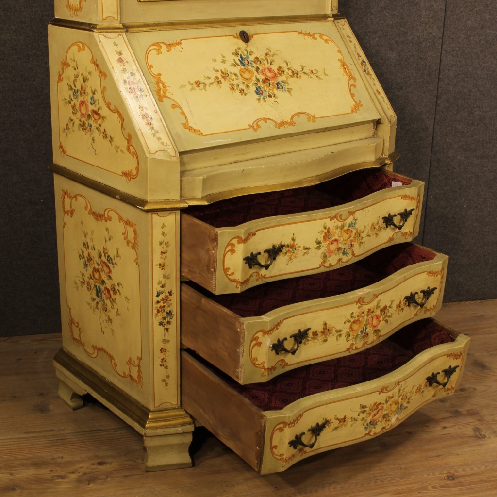 thumb8|Trumeau veneziano laccato, dorato e dipinto