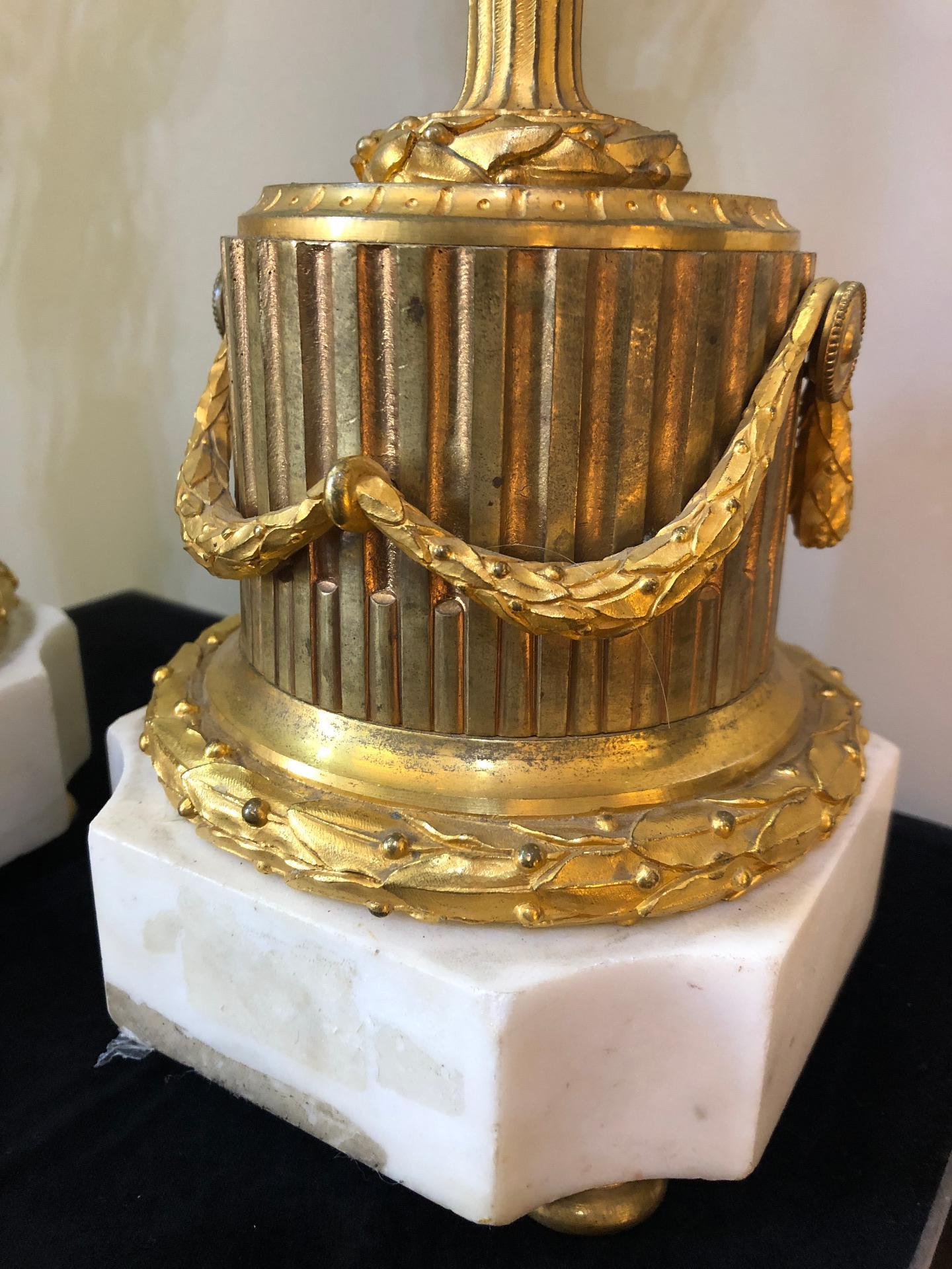 thumb5|Coppia di candelabri in bronzo dorato Francia XIX sec.