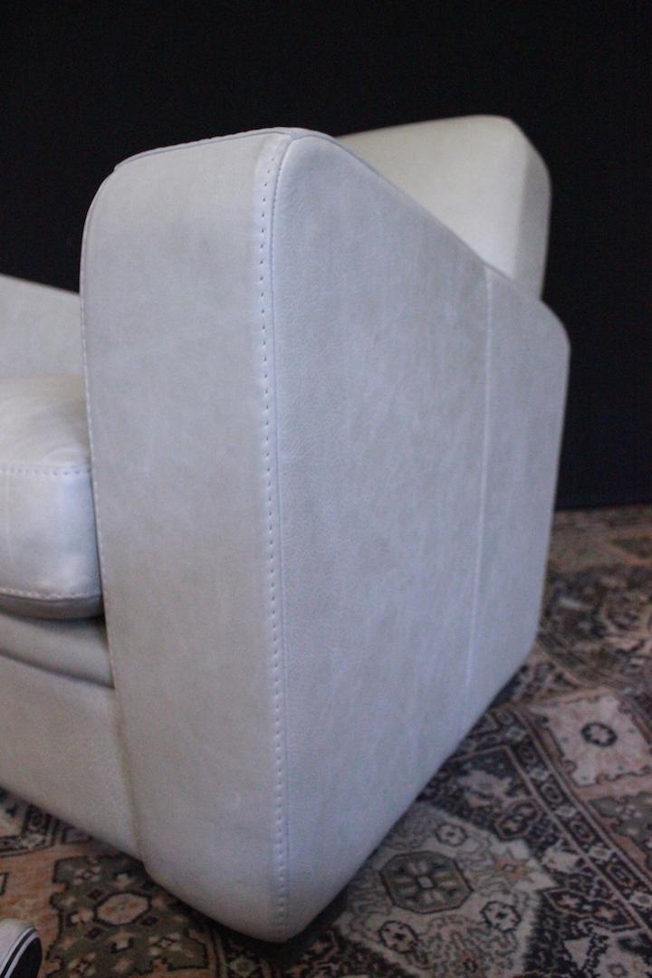 thumb6|Poltrona moderna bianco avorio italiana