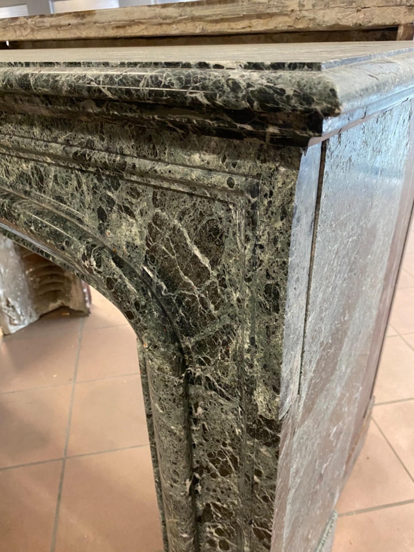 thumb5|Camino in marmo verde Alpi 150x40x105h