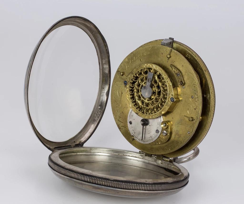 thumb5|Orologio da tasca in argento prima metà dell'800
