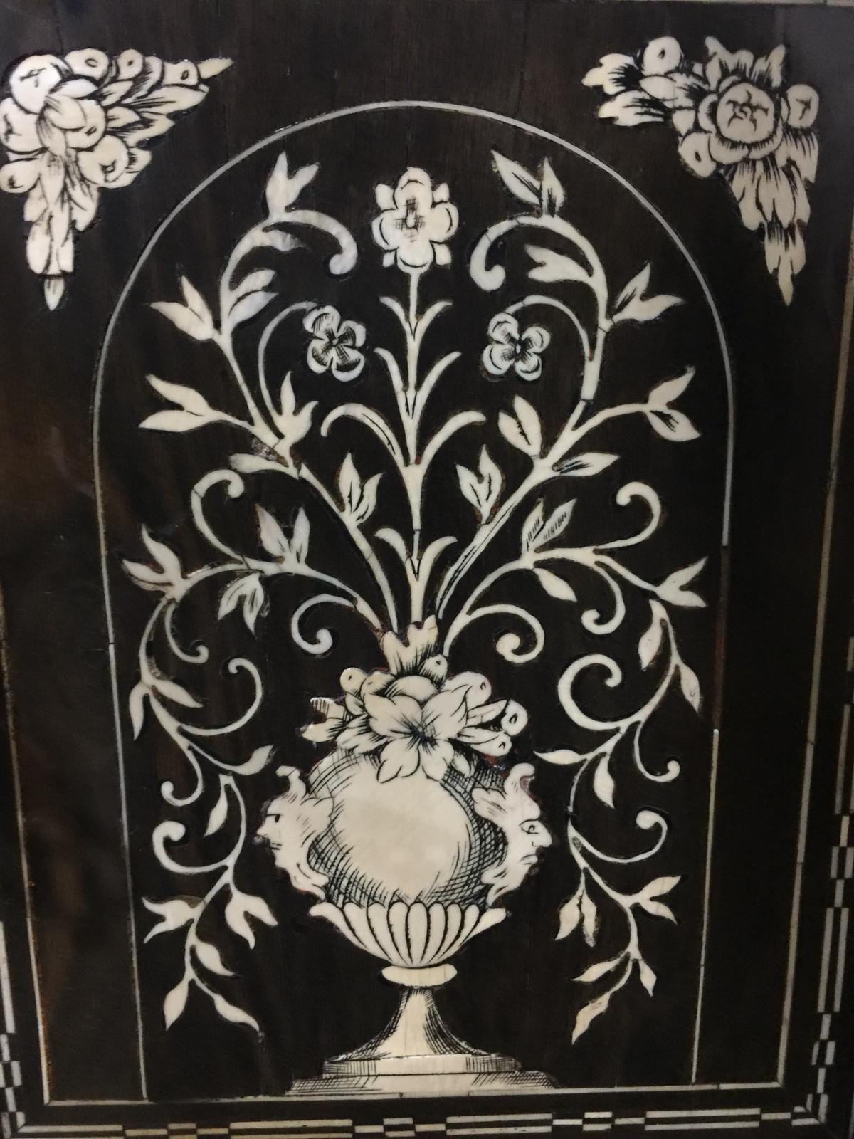 thumb5|Monetiere in ebano violetto e palissandro con intarsi in avorio