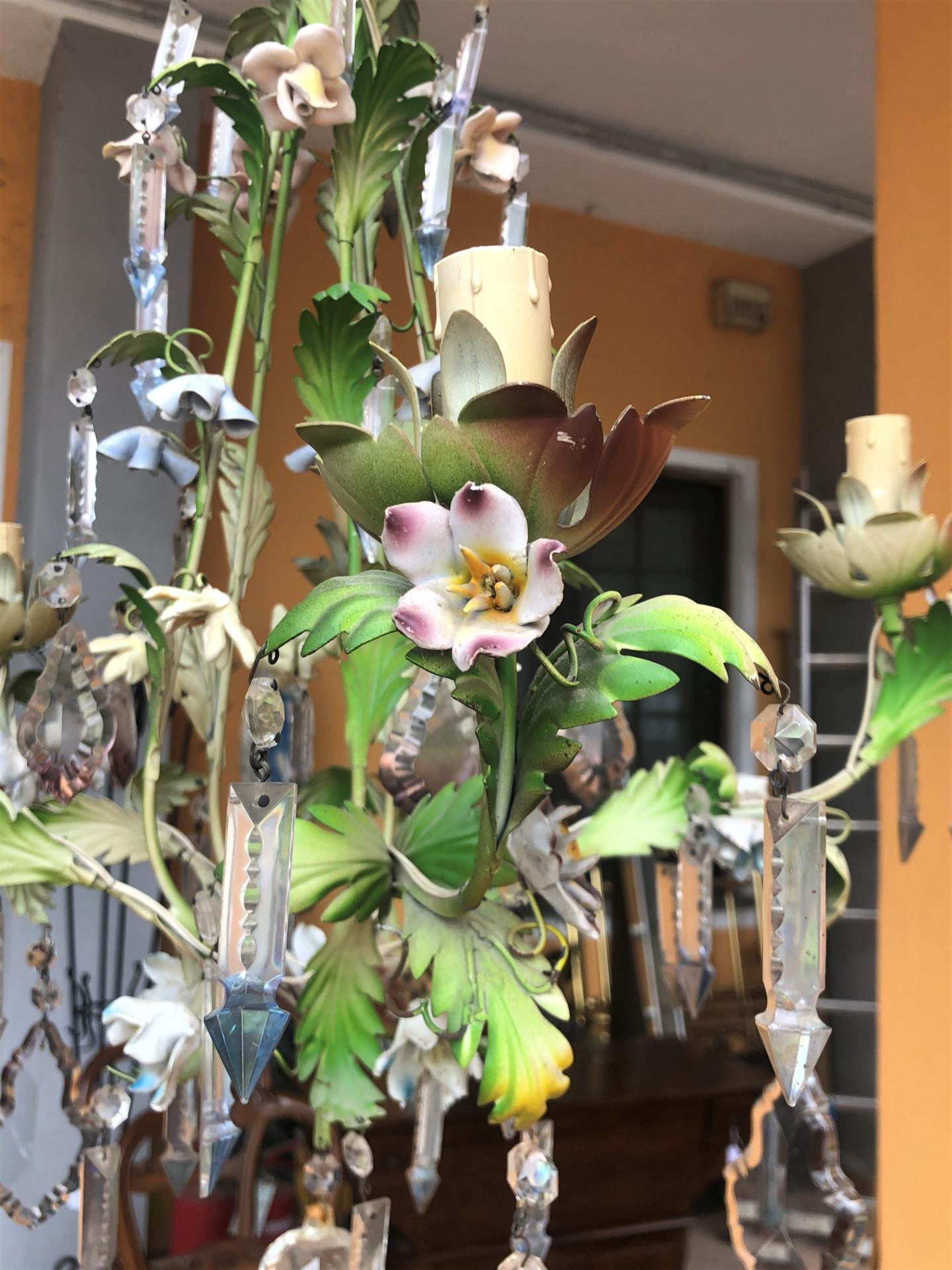 thumb4|lampadario con fiorellini