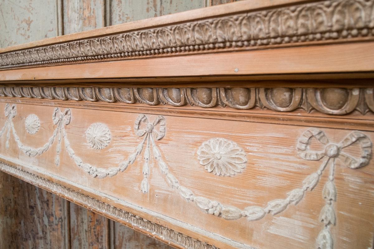 thumb5|Cornice da camino in legno di pino