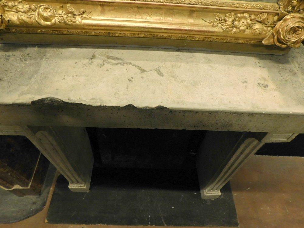 thumb5|chp300 - camino in pietra di Borgogna, ep. '800, cm 100 L x p. 38 x h 103