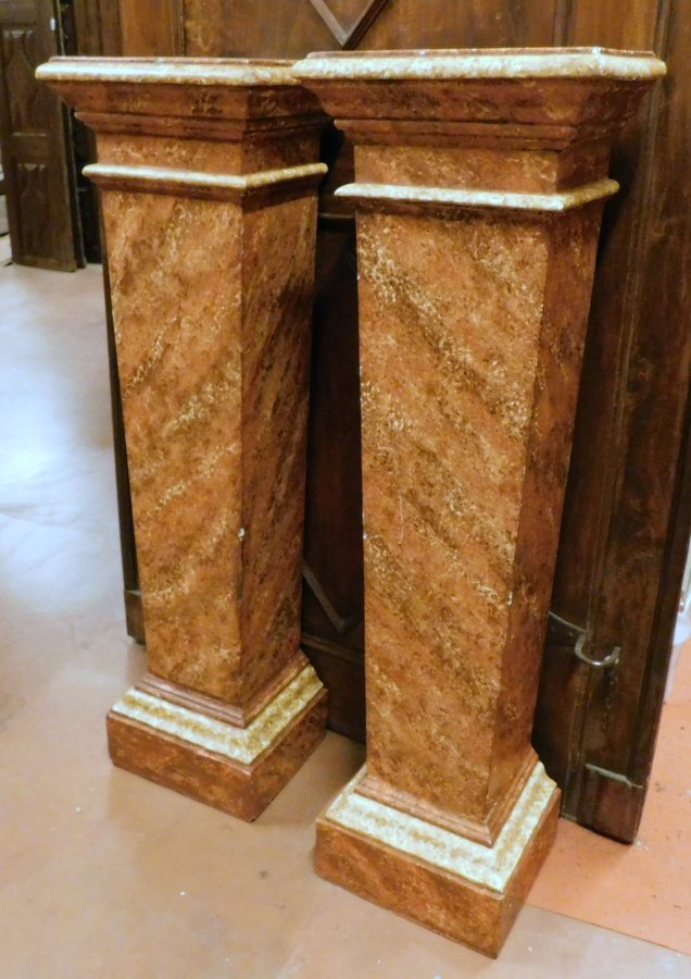 thumb3|dars361 - coppia di colonne in legno, cm max l 39 x h 132