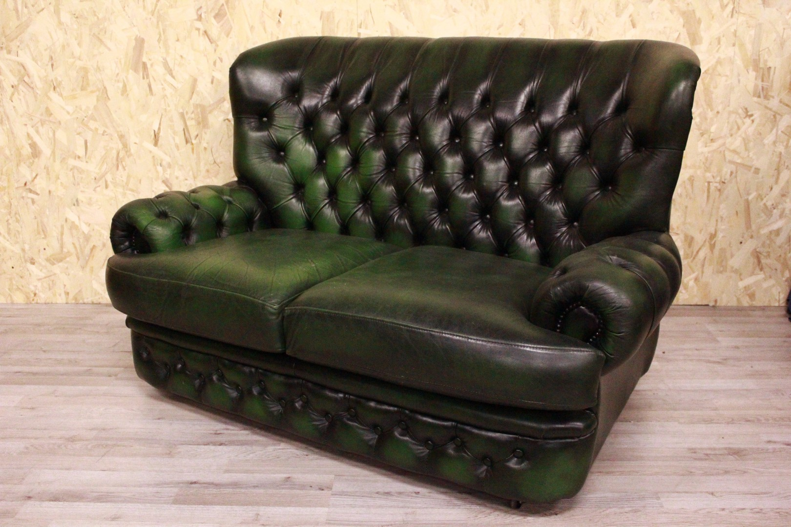 Divani Chester In Pelle.2 Seater Chesterfield Sofa In Green Leather By Thomas Lloyd