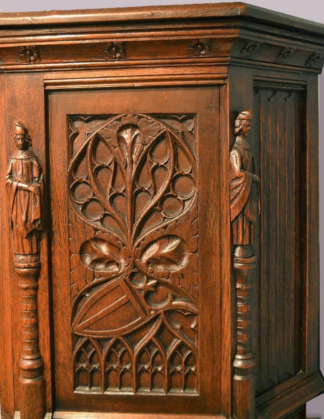 Credenza neo gotica in quercia dell 39 ottocento for Mobili in quercia