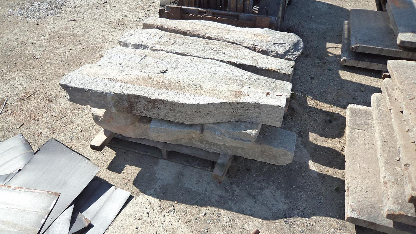 thumb4|balcone in pietra di luserna antico mt.4 x 97x7