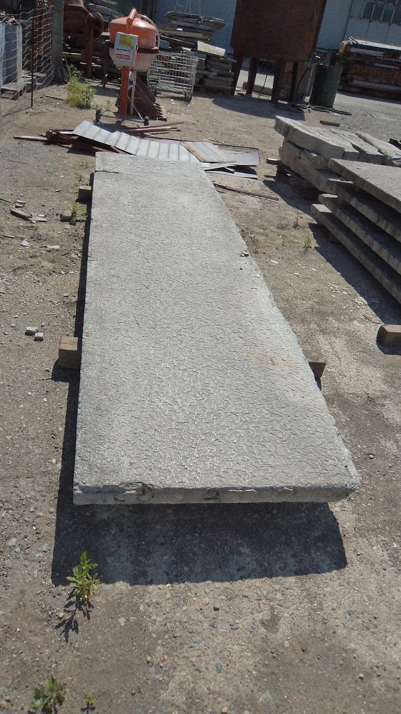 thumb2|balcone in pietra di luserna antico mt.4 x 97x7