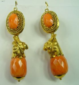Orecchini in oro e corallo