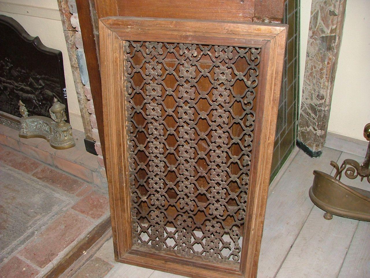 Grate in ferro e legno antiche antiquariato su anticoantico - Finestre stile inglese in legno ...