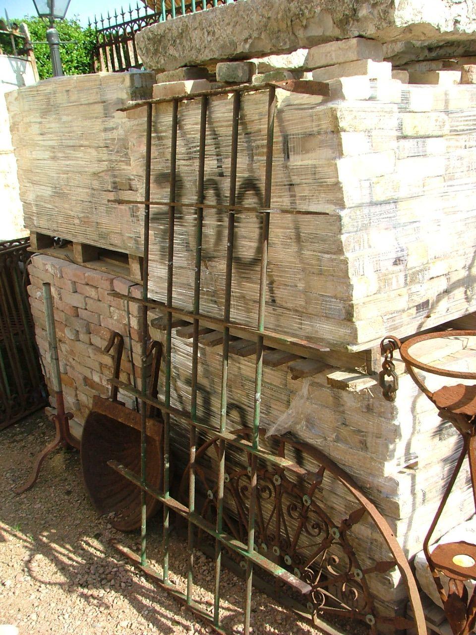 N x finestra in ferro battuto antiquariato su anticoantico - Grate finestre ferro battuto prezzi ...