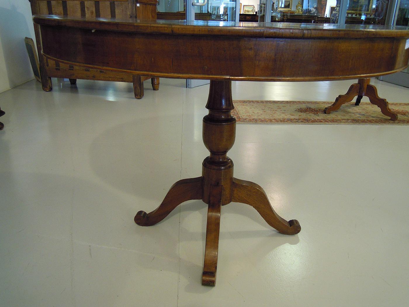 Tavolo rotondo con gamba centrale antiquariato su anticoantico - Tavolo quadrato gamba centrale ...