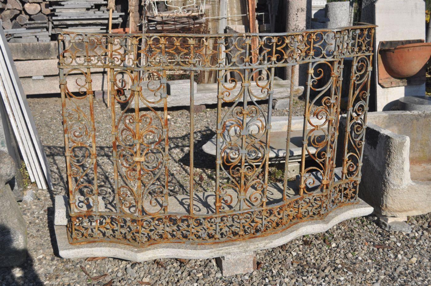 Balcone con ringhiera in ferro antiquariato su anticoantico for Foto di ringhiere in ferro battuto