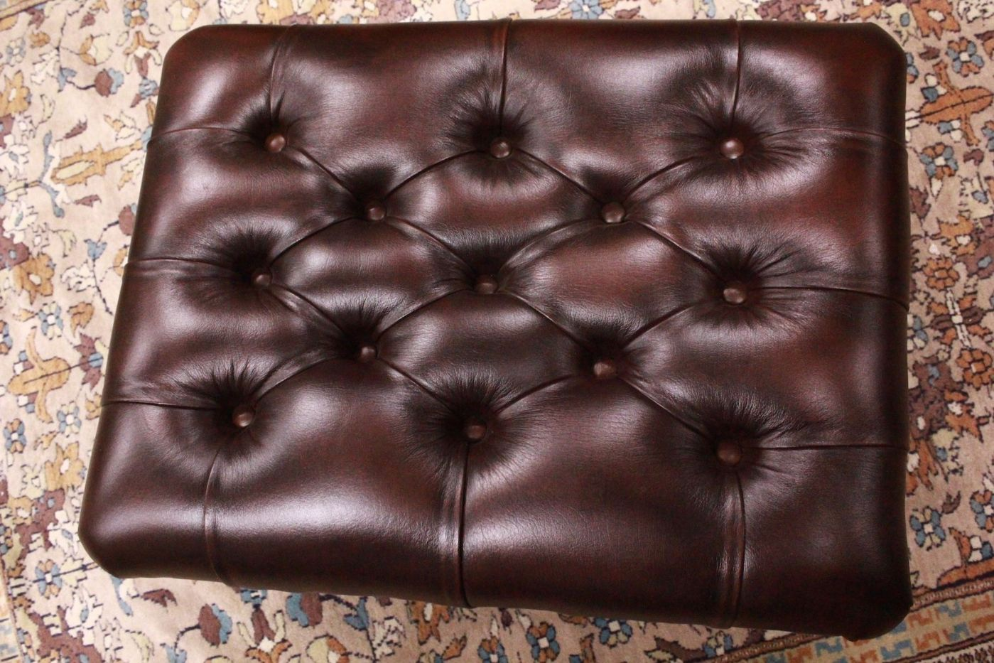 Pouf puff chesterfield original English leather color bordeuax ...