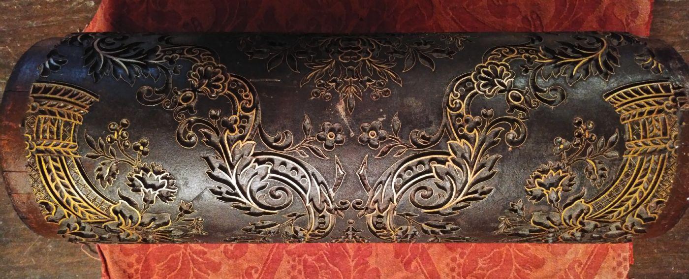 thumb2|Splendido rullo in legno ed ottone per la stampa di tappezzerie