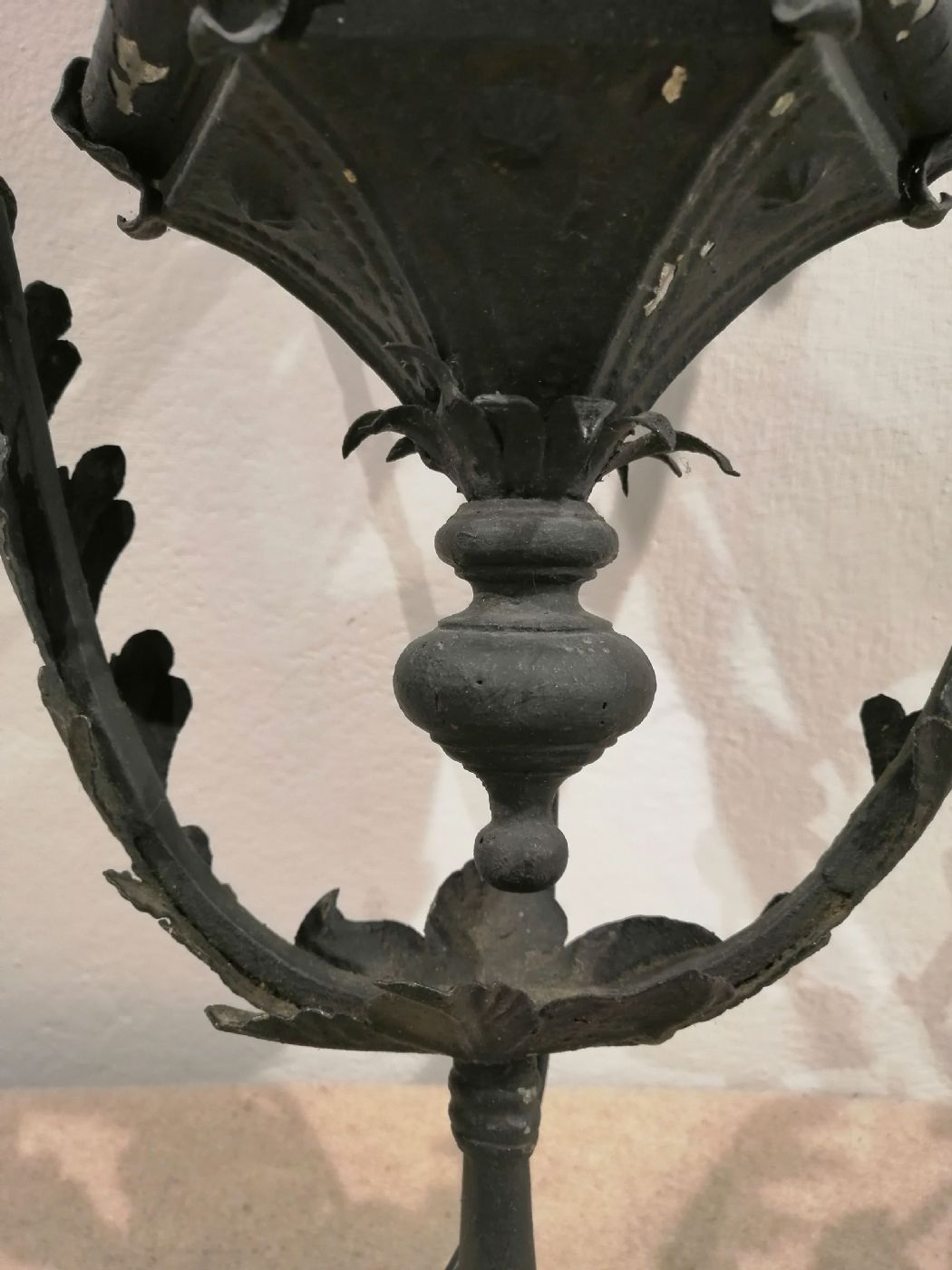 thumb3|Due lampioni da esterno in ferro battuto - Prima metà dell'800