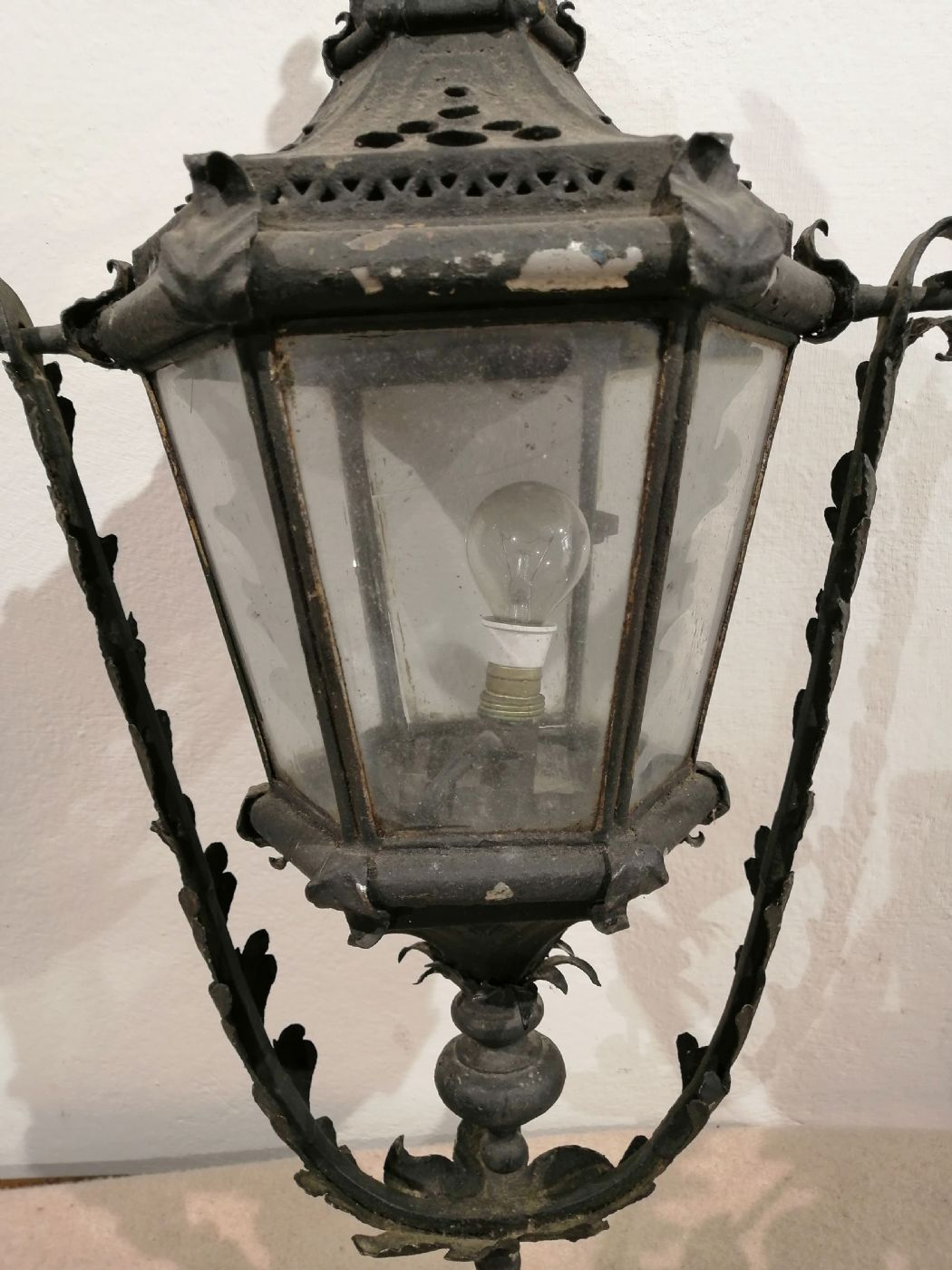 thumb5|Due lampioni da esterno in ferro battuto - Prima metà dell'800