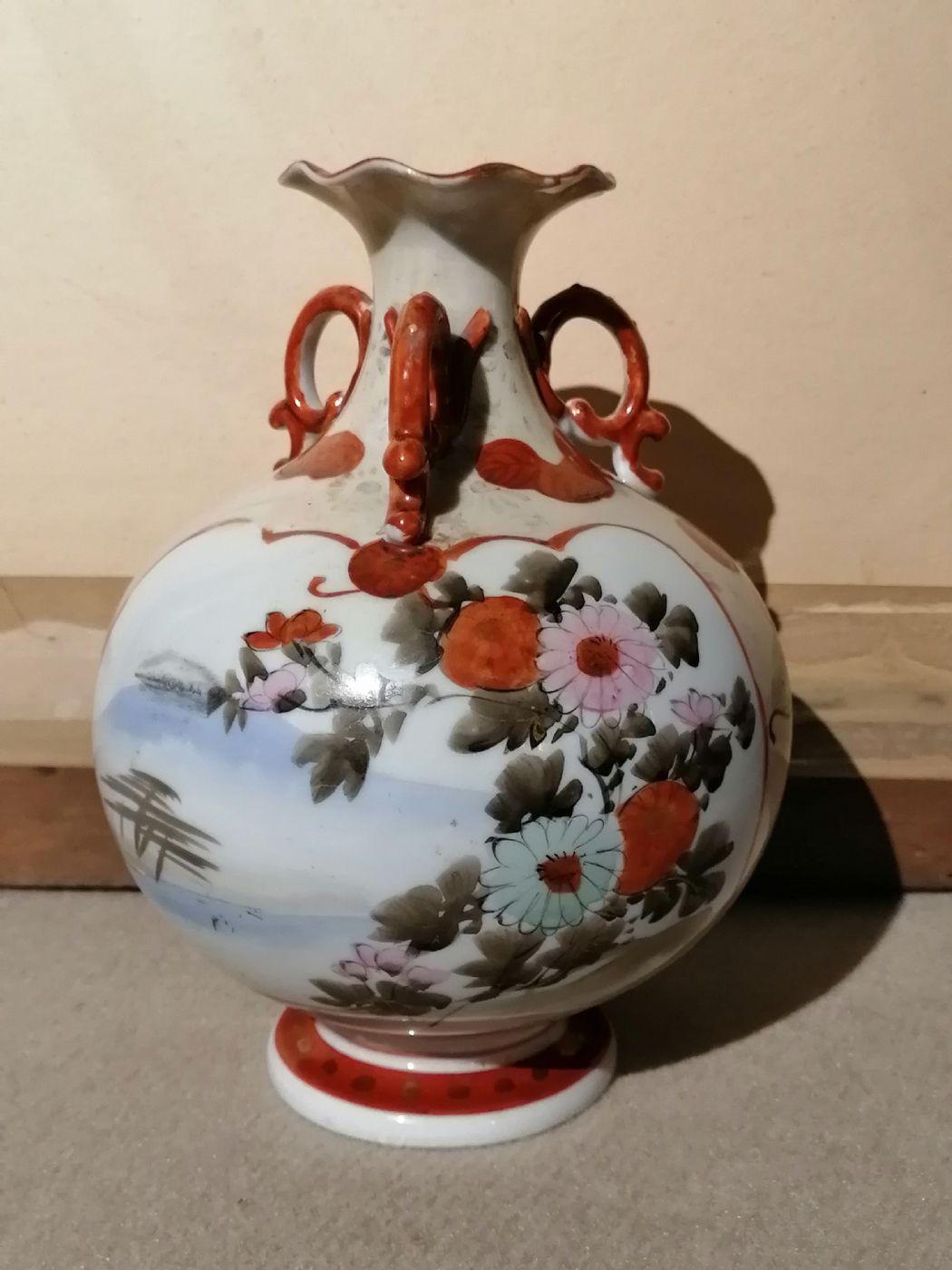 thumb2|Vaso giapponese dell'800 in ceramica dipinta