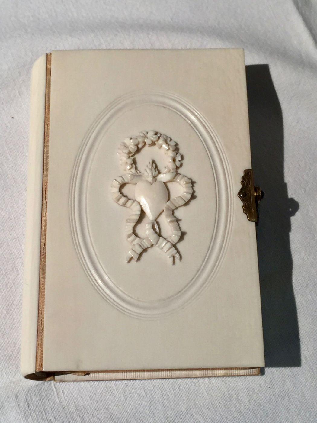 thumb8|Libro con copertina in avorio, 1864