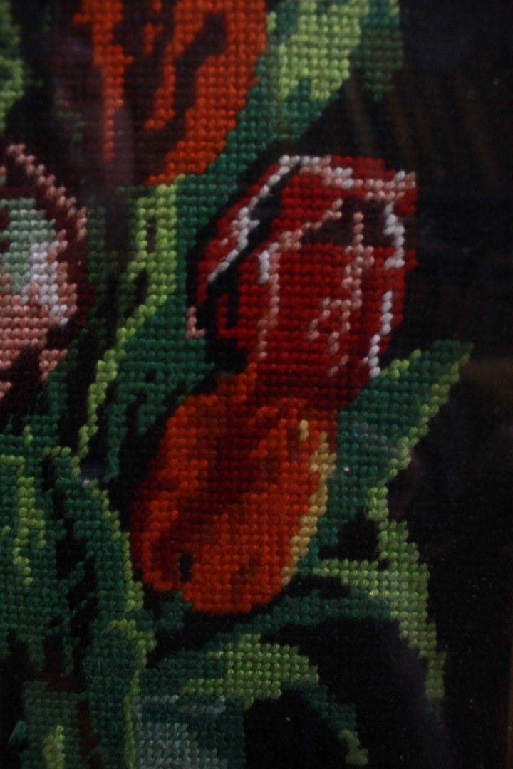 thumb3|Quadro a mezzopunto raffigurante vaso di fiori con cornice e vetro 18 x 49