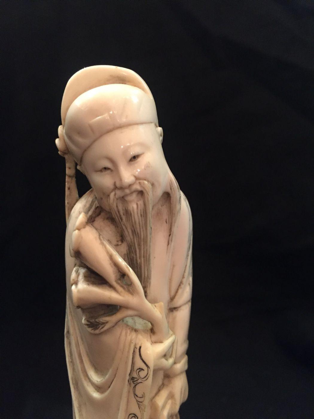 thumb5|Okimono cinese in avorio, XIX° secolo