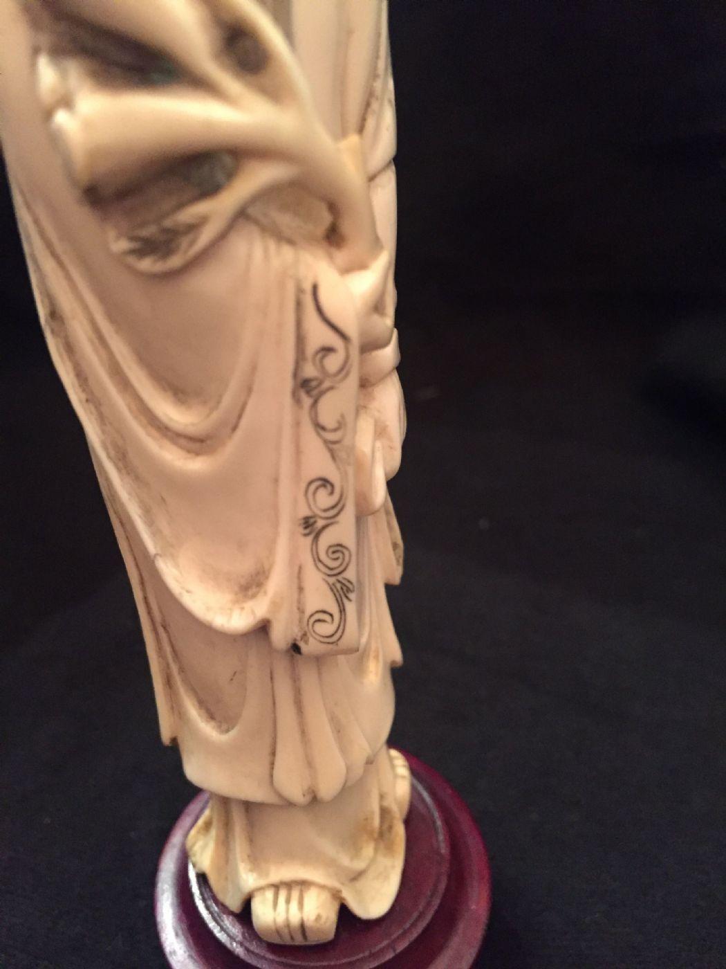 thumb8|Okimono cinese in avorio, XIX° secolo