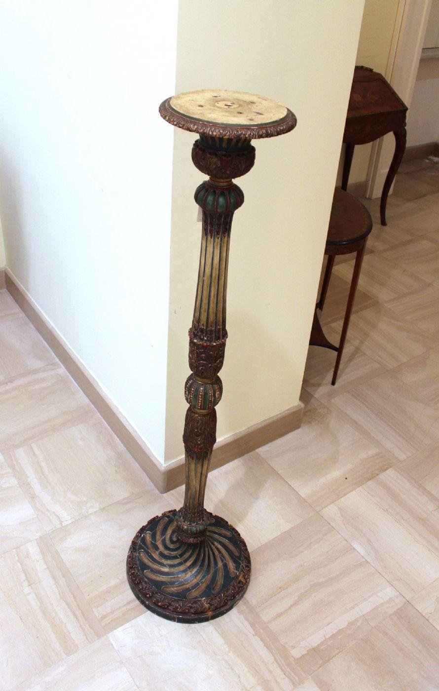 thumb5|Colonna in legno laccato e dipinto