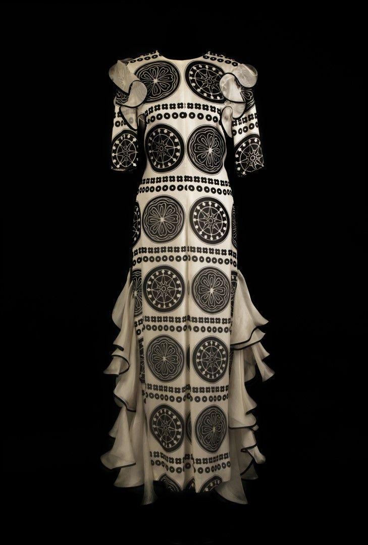 Disegni Geometrici Bianco E Nero abito in seta bianco e nero con motivi geometrici
