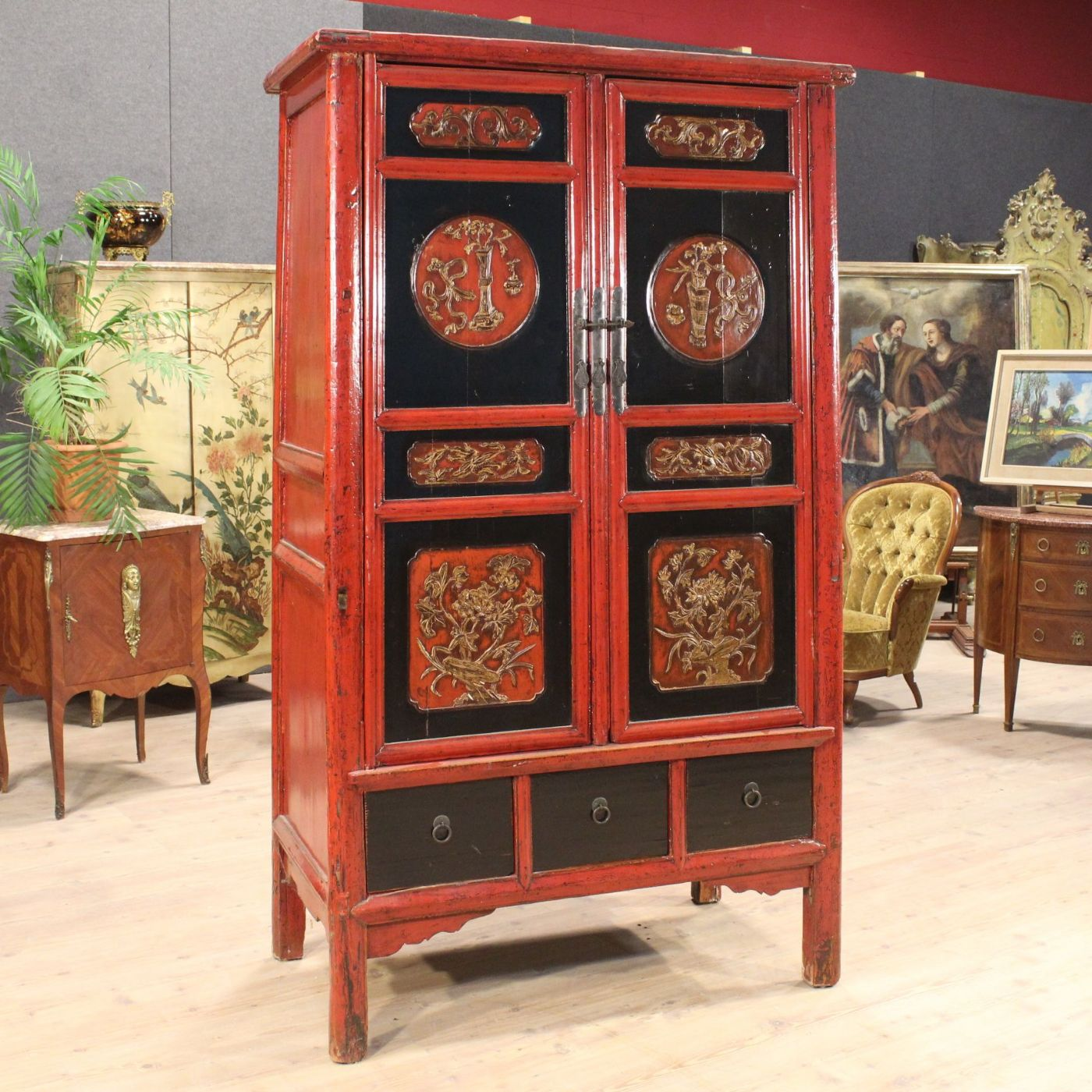 Armadio cinese in legno laccato del xx secolo antiquariato su anticoantico - Mobili stile industriale usati ...