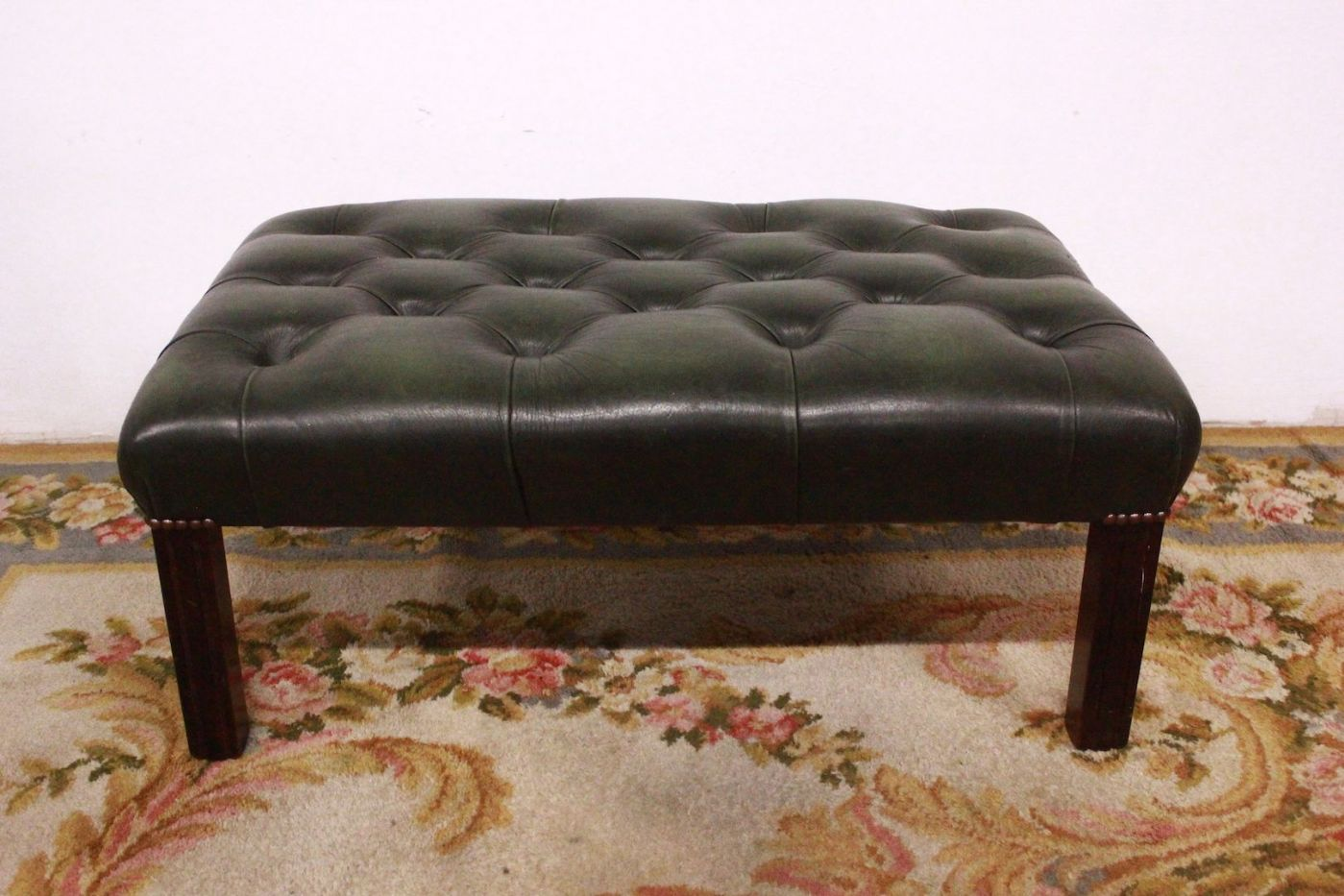 Ottoman / puff chesterfield chester original english in leather ...