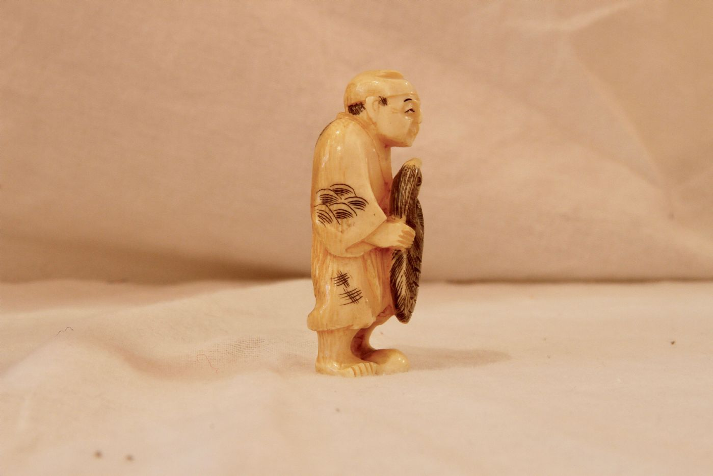 thumb2|Okimono cinese in avorio, XIX secolo
