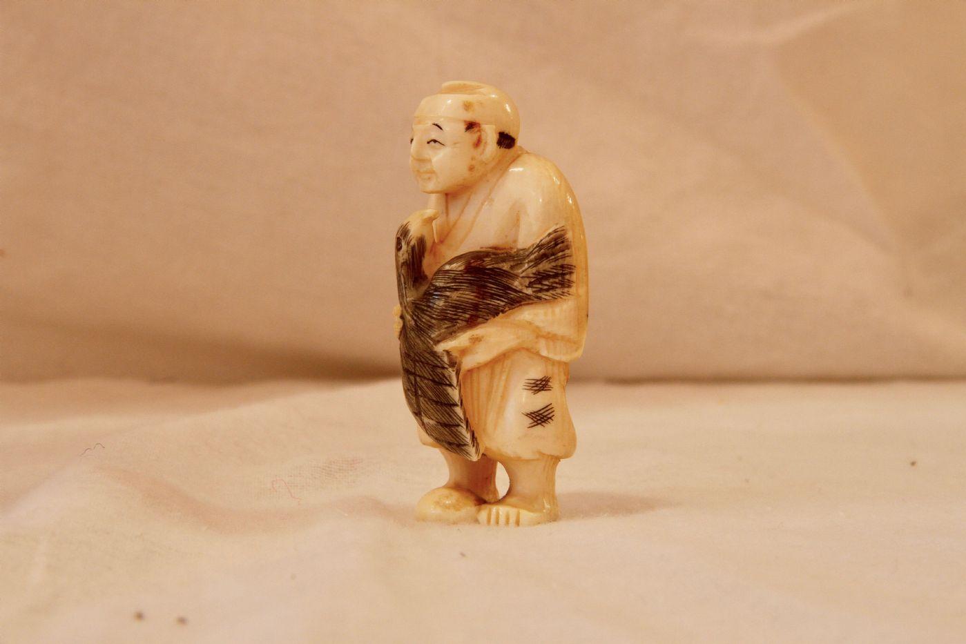 thumb4|Okimono cinese in avorio, XIX secolo