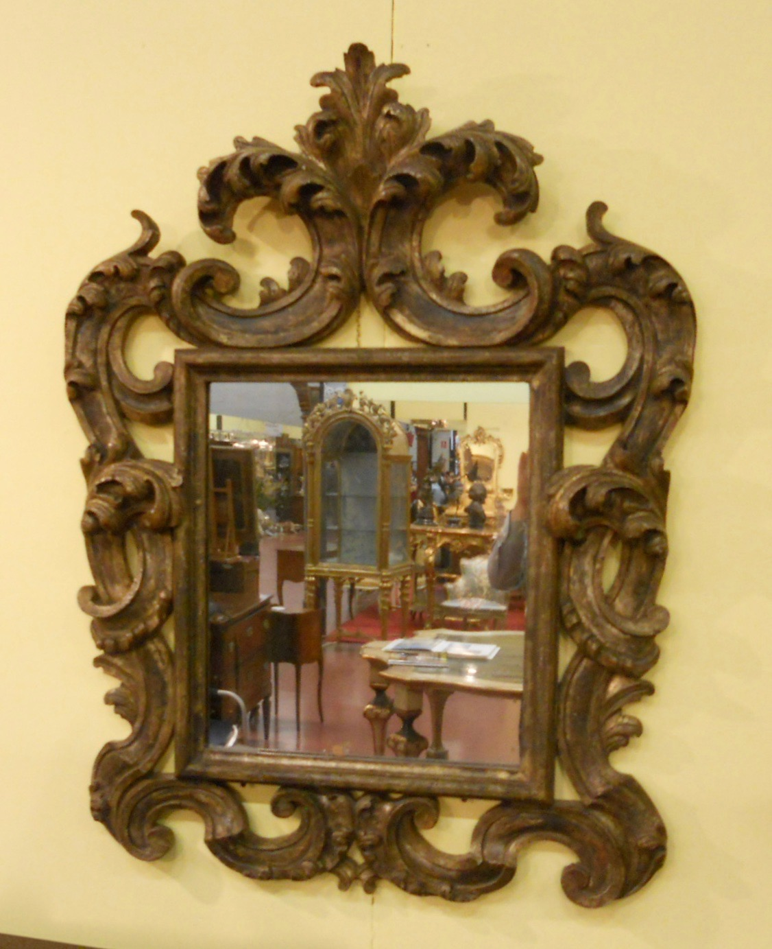 Carved Wooden Barboard Mirror Solid Wooden And Golden Mirror