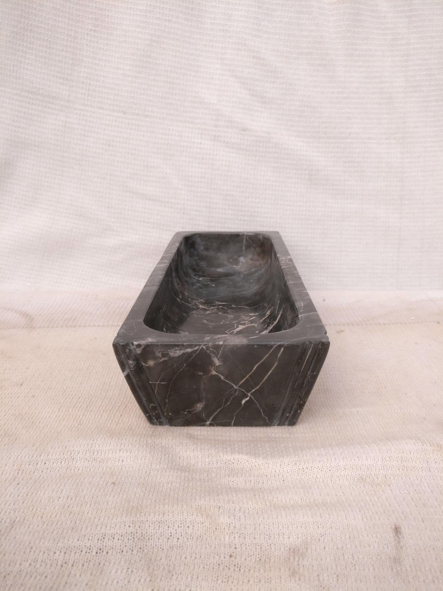 thumb7|Straordinario Portasigari Fascista in marmo nero marquinia con particolare intarsio - Roma - Periodo fascista - 30 x 11,5 x h 6 cm