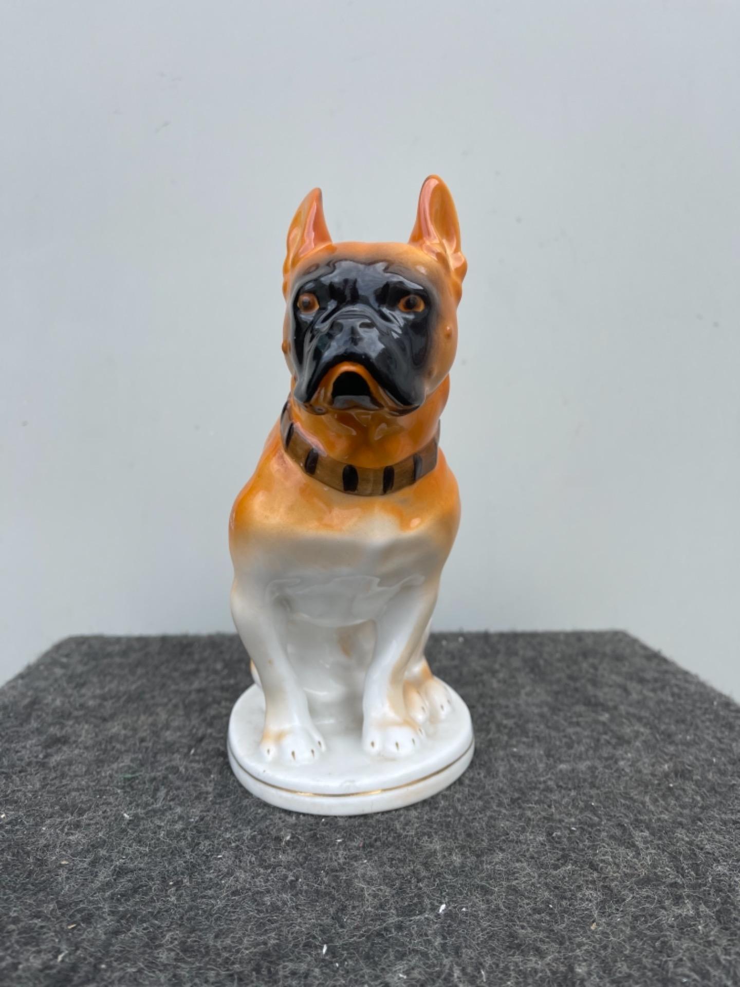 thumb2|Figura di cane boxer in porcellana.Germania.