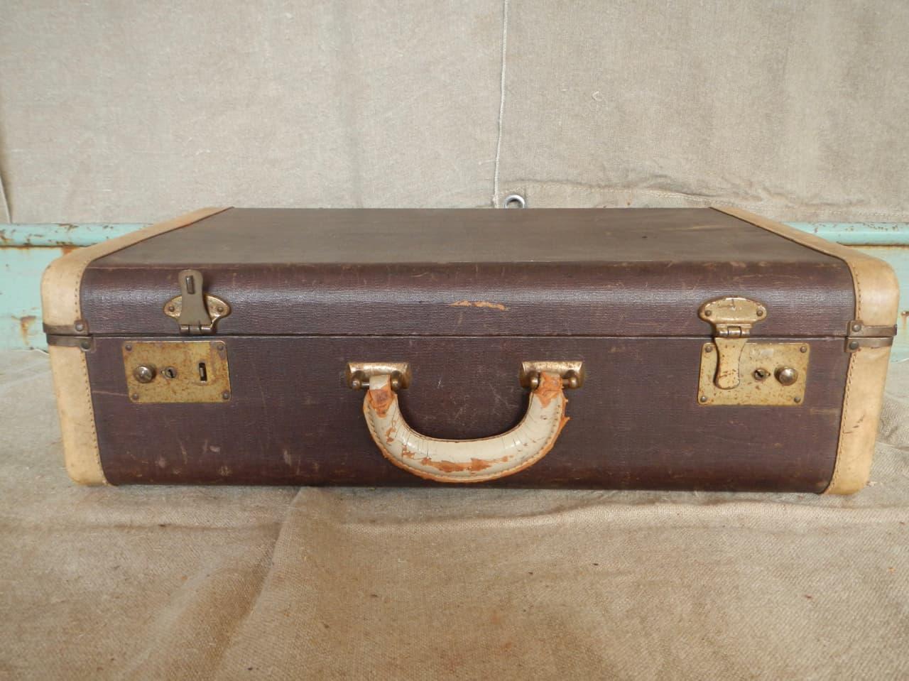 thumb2|valigia in pelle anni 30