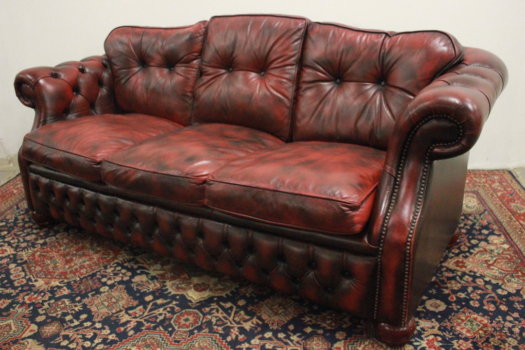 Divano In Pelle Bordeaux.Chesterfield Chesterfield 3 Seat Sofa In Original Burgundy Leather