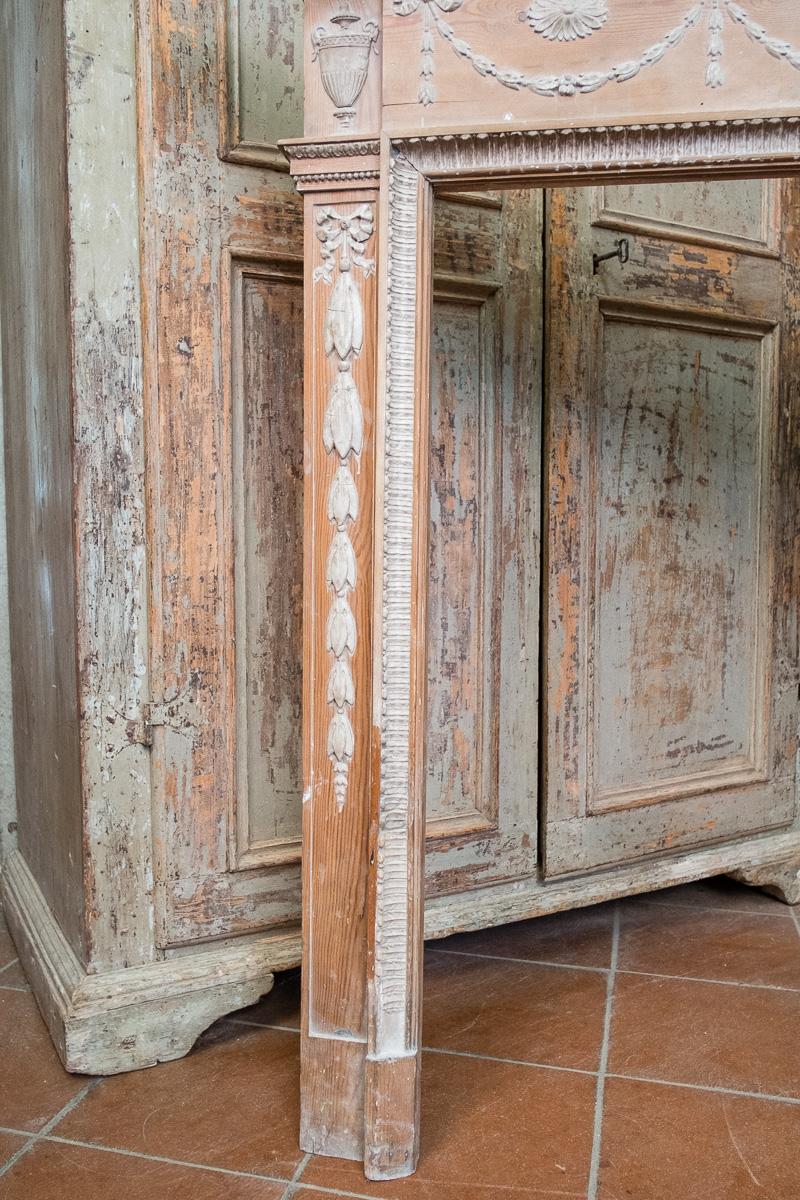 thumb7|Cornice da camino in legno di pino
