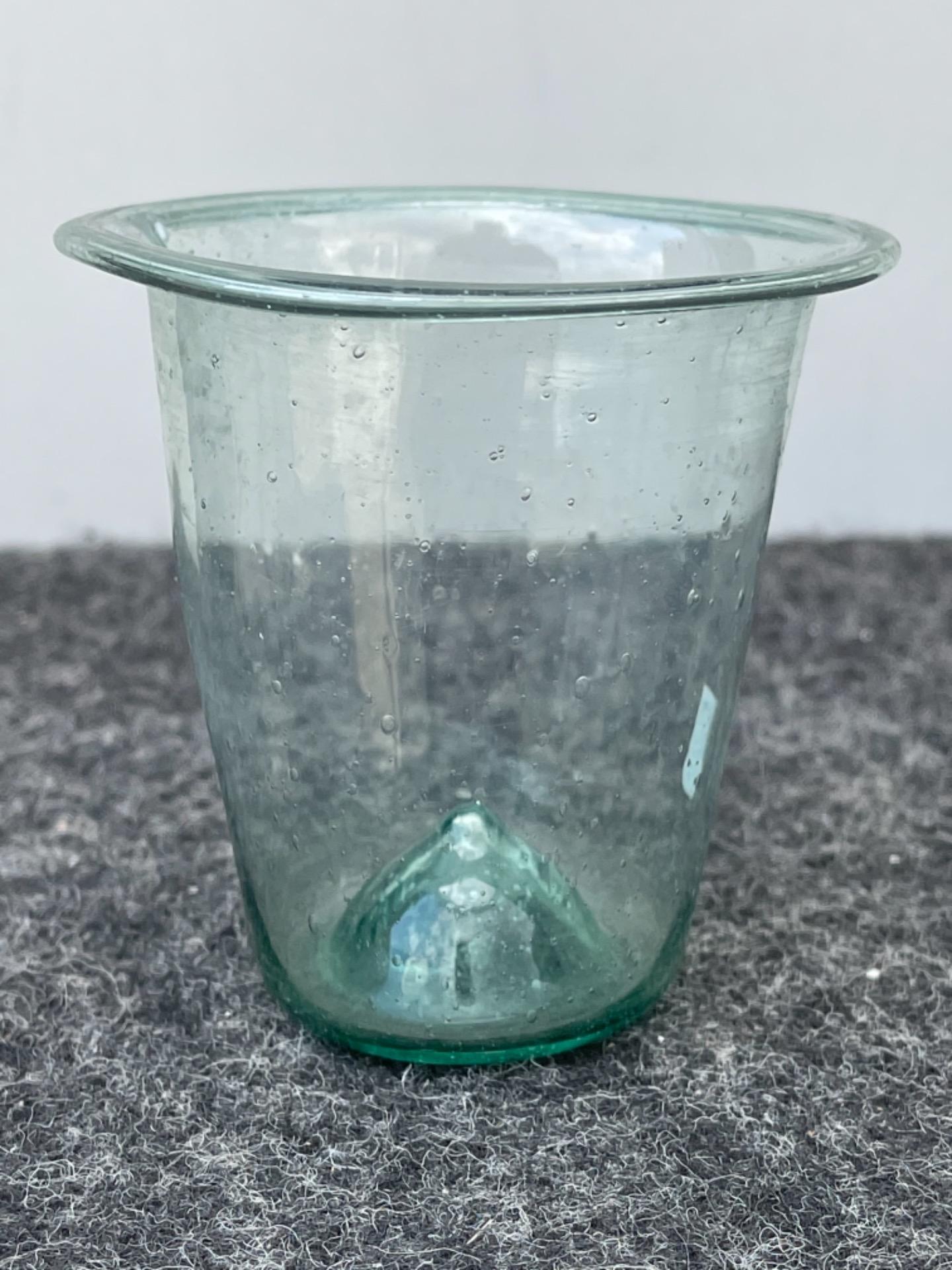 Vasetto in vetro soffiato leggero da farmacia.Modena