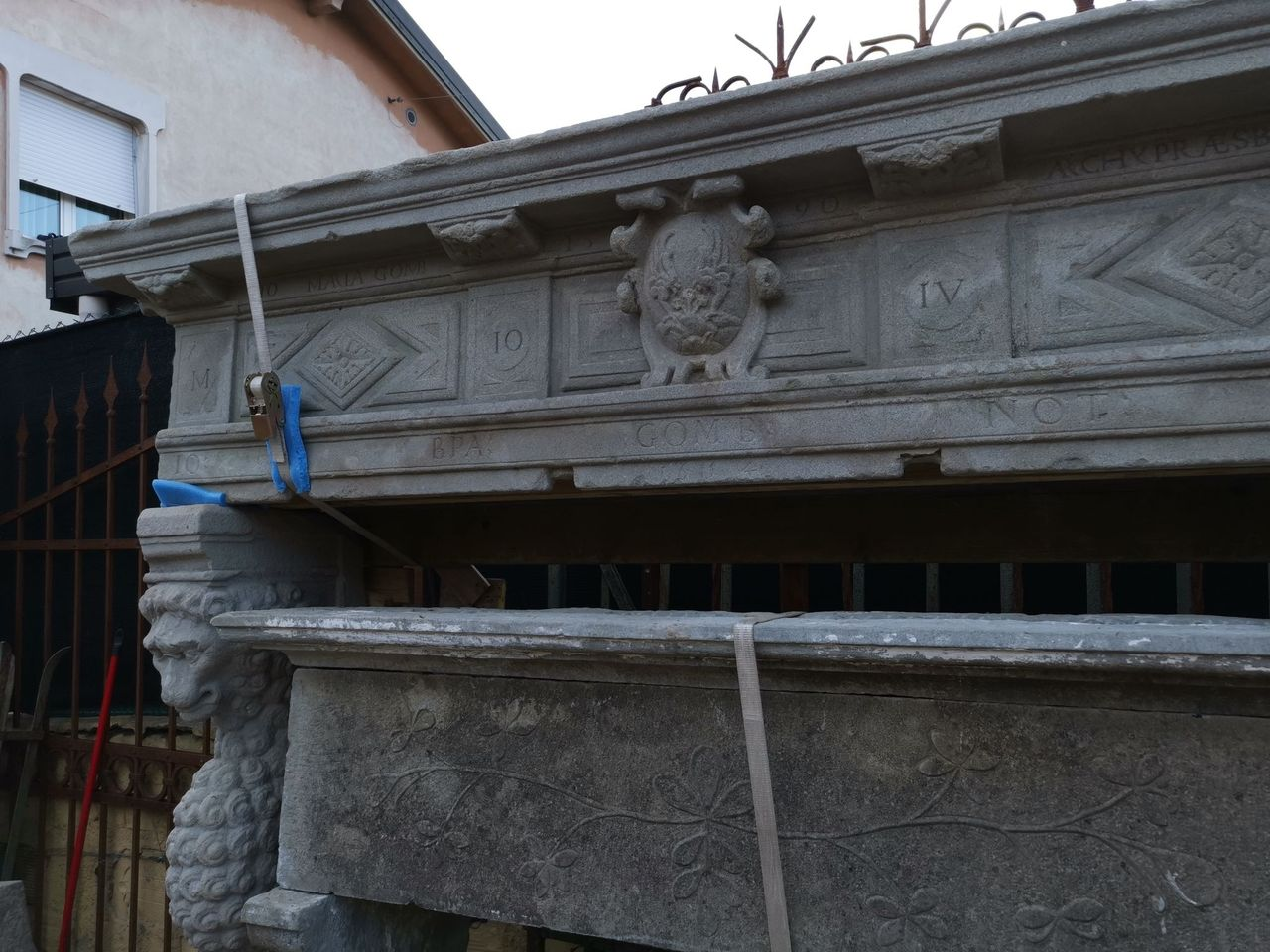 thumb5|camino in pietra epoca 500